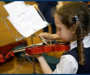 ดนตรีเด็กเล็ก สำหรับเด็ก อายุ 3 ? 4.5 ปี